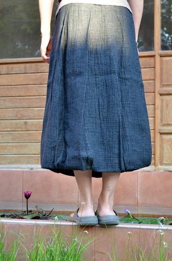 すそが少しバルーンなのがかわいいスカート