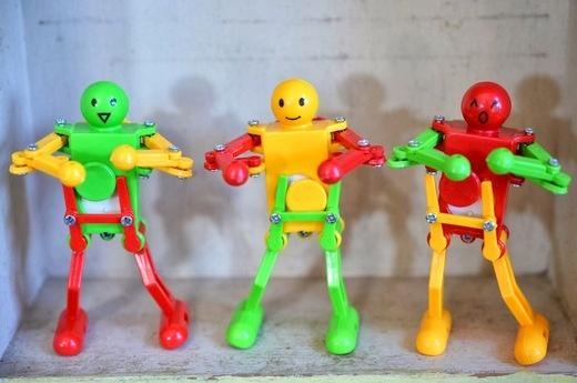 Thailand生まれの「ダンシングロボット」とともにお待ちしております。